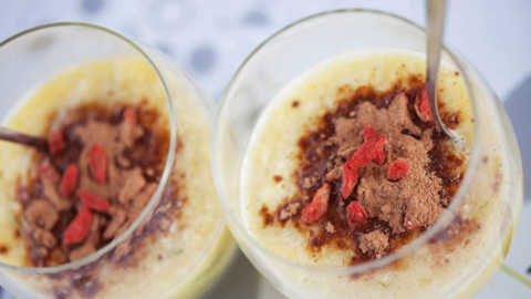 Smoothie mit Maca-Pulver Topping
