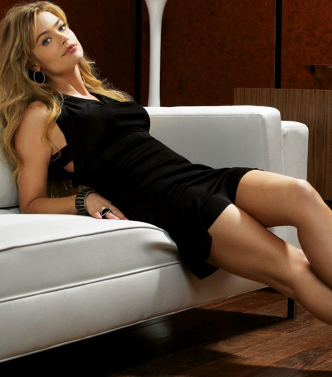Denise-Richards Shooting-schw-Kleid