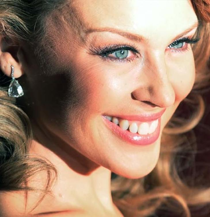 6-kylie-minogue-close