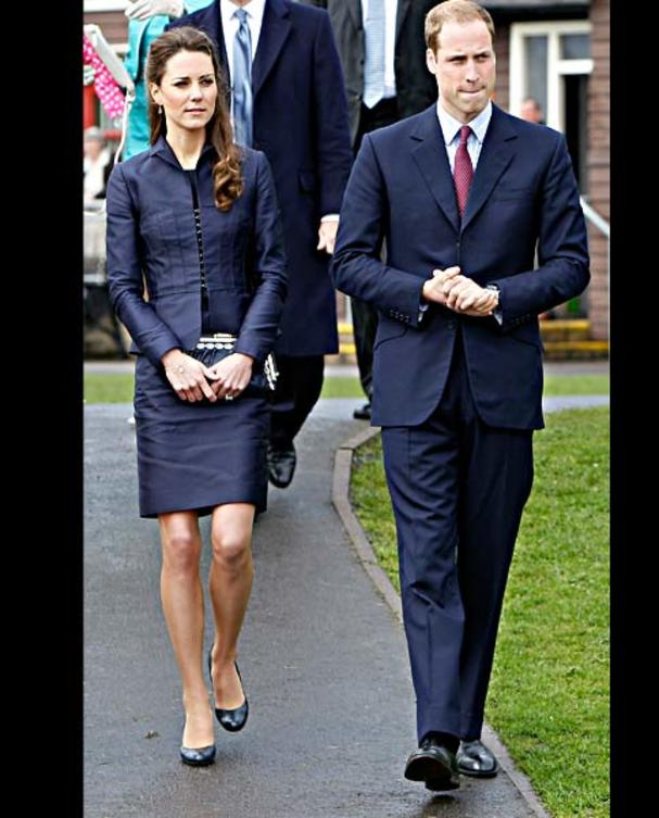 kate-middleton-blaues-kostuem-afp