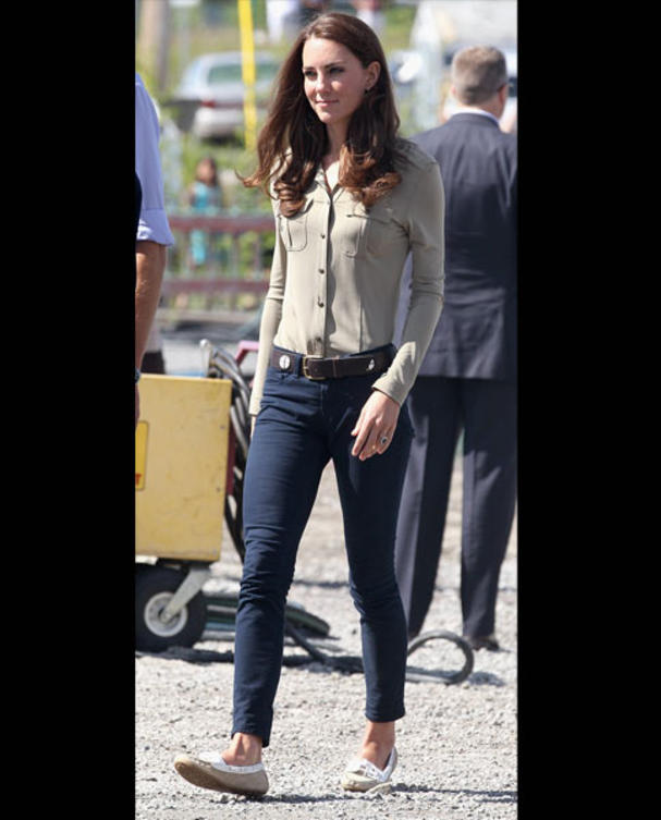 kate-middleton-j-brand-jeans-burberry-bluse