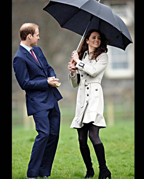 kate-middleton-trenchcoat-afp